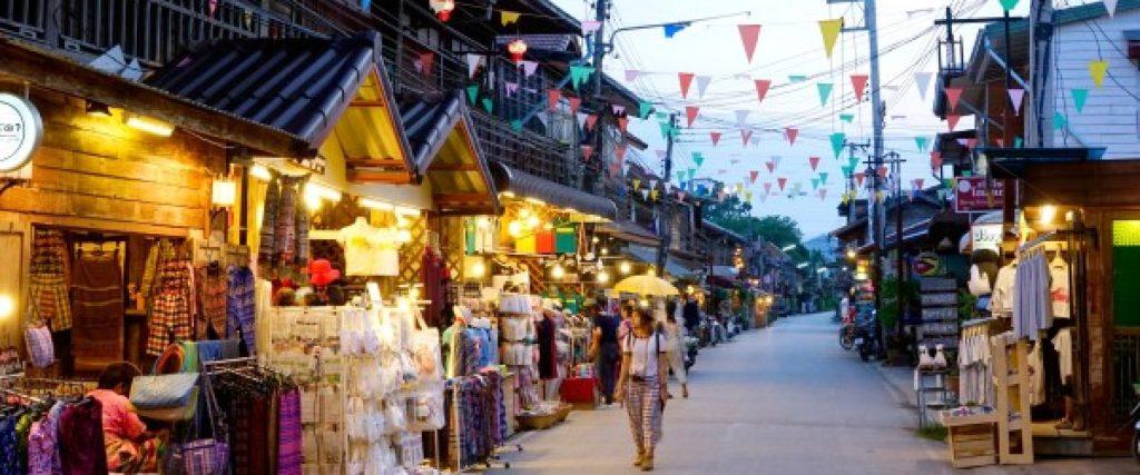 ท่องเที่ยวถนนคนเดิน คือ ถนนคนเดินเชียงคาน จังหวัดเลย เป็นถนนคนเดินหมู่บ้านเลียบริมฝั่งแม่น้ำโขงหมู่บ้านไม้แบบดั้งเดิมสะท้อนวัฒนธรรมในอดีตของชาวริมฝั่งโขง