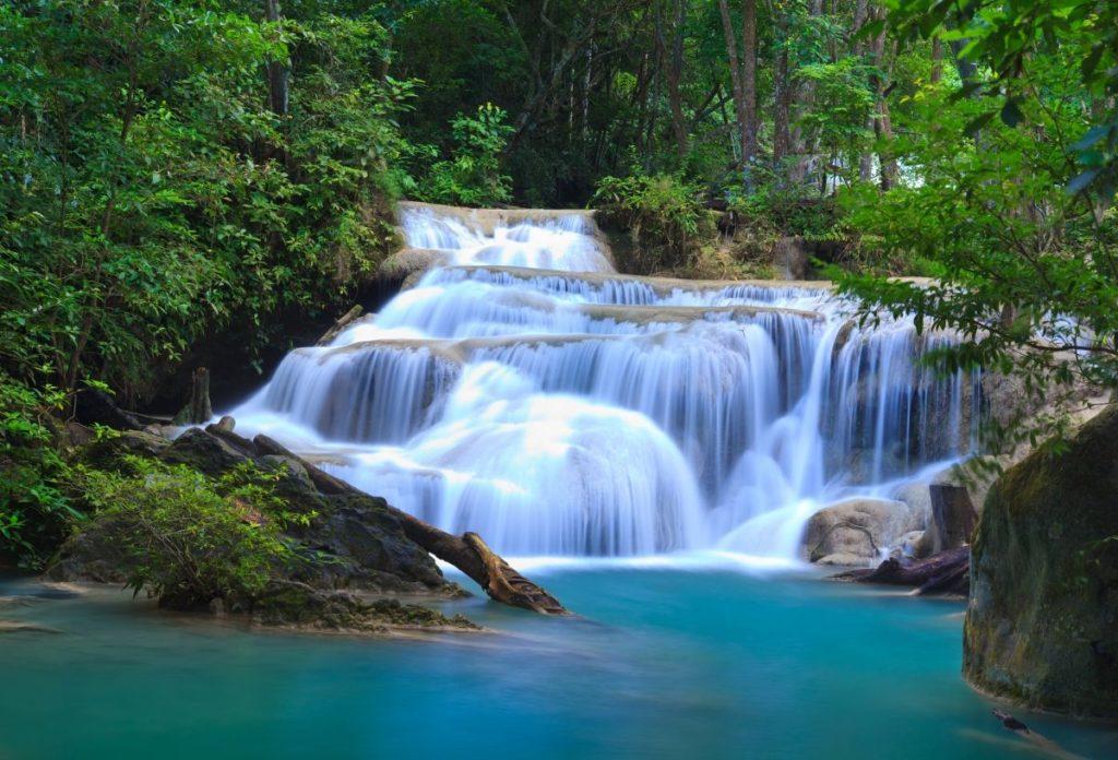 น้ำตกเอราวัณ สวรรค์ที่อยู่บนดิน ที่ กาญจนบุรี เป็นสถานที่ท่องเที่ยวธรรมชาติสวยๆ