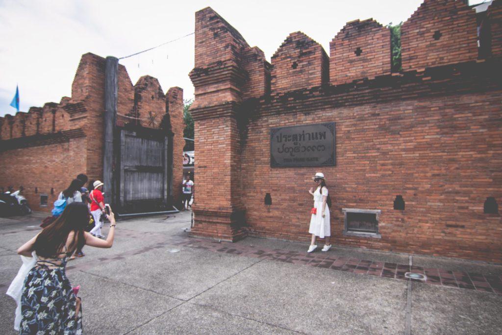 ท่องเที่ยวเชียงใหม่ ประตูท่าแพ – ประตูที่กลายเป็นสถานที่คึกคักสำหรับใครที่ชอบเที่ยวตามแหล่งท่องเที่ยวทางประวัติศาสตร์