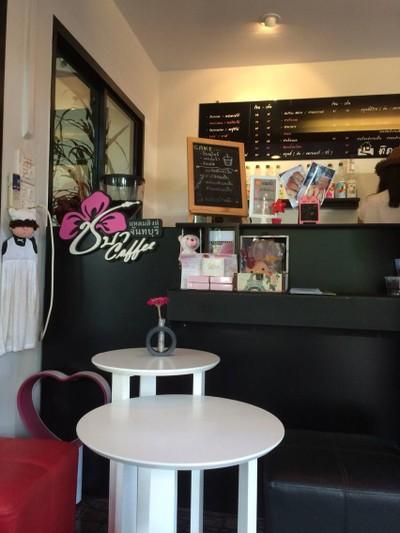 "Caféใกล้กรุงเทพ ร้านที่สอง ที่อยากแนะนำ ก็คือ ""ชบา Coffee"" Café ใกล้กรุงเทพบรรยากาศดีริมทะเลที่ซ่อนตัวอยู่ที่ริมทะเลแหลมสิงห์ จังหวัดจันทบุรี"