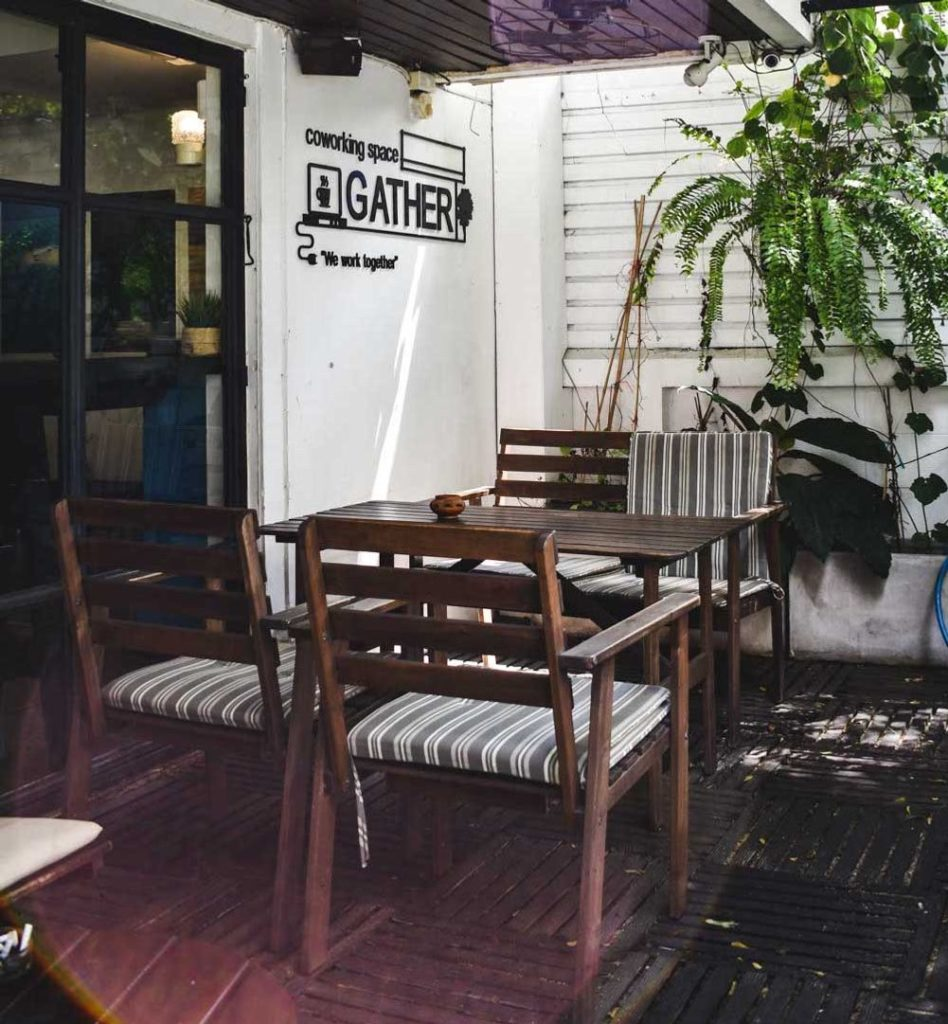 """Caféใกล้กรุงเทพ ร้านแรก ที่อยากแนะนำ ก็คือ """"Gather Café"""" Café แห่งนี้ตั้งอยู่ที่ริมทะเลสัตหีบ จังหวัดชลบุรี"""