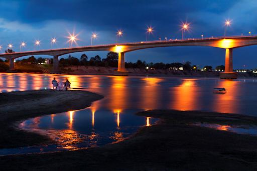 ท่องเที่ยวเมืองหนองคาย สถานที่แรก ก็คือ สะพานมิตรภาพไทยลาว เป็นสะพานที่เชื่อมระหว่างลาวและไทย