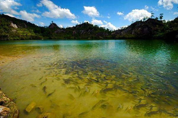 หาดส้มแป้น ตำบลแห่งนี้มีบ่อน้ำแร่ธรรมชาติ ที่ไม่มีสารกำมะถันเจือปนเลย