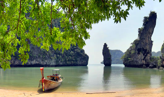 เกาะที่จังหวัดพังงา เกาะที่สามเป็นเกาะที่เรียกว่า เกาะกูดู เป็นเกาะสวยงาม มีชื่อเสียงเป็นอย่างมาก เกาะแห่งนี้มีนักท่องเที่ยวจะมานอนอาบแดดกัน