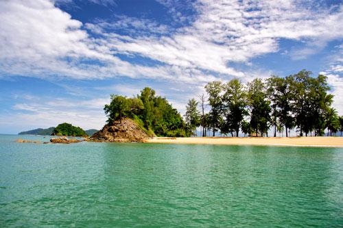 เกาะพระทอง หาดทรายที่สวยงาม และท้องทะเลที่สดใสแล้ว