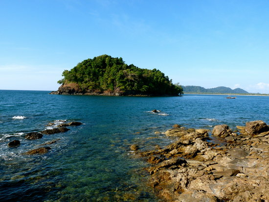เกาะพระทอง ที่อยู่ในจังหวัดพังงา ก็ถือเป็นเกาะแห่งหนึ่งที่มีความสวยงาม