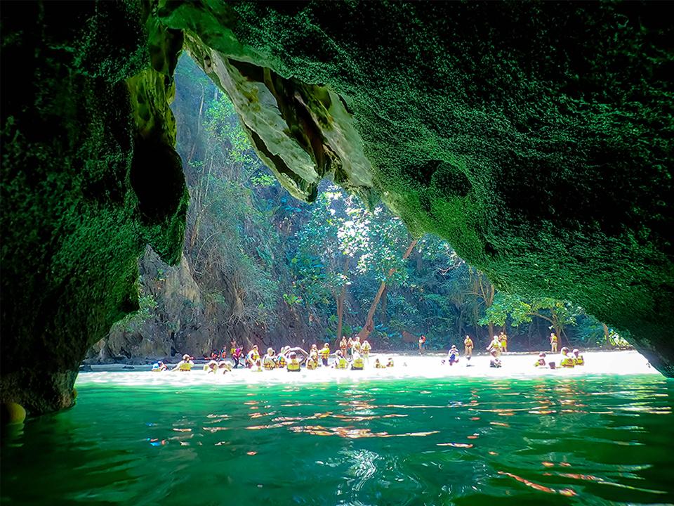 เกาะมุก-เกาะที่มีเสน่ห์น่าดึงดูด