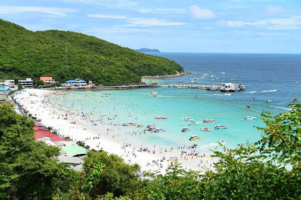 เกาะล้าน ที่ชลบุรี ที่มีบรรยากาศธรรมชาติและหาดทรายสวย