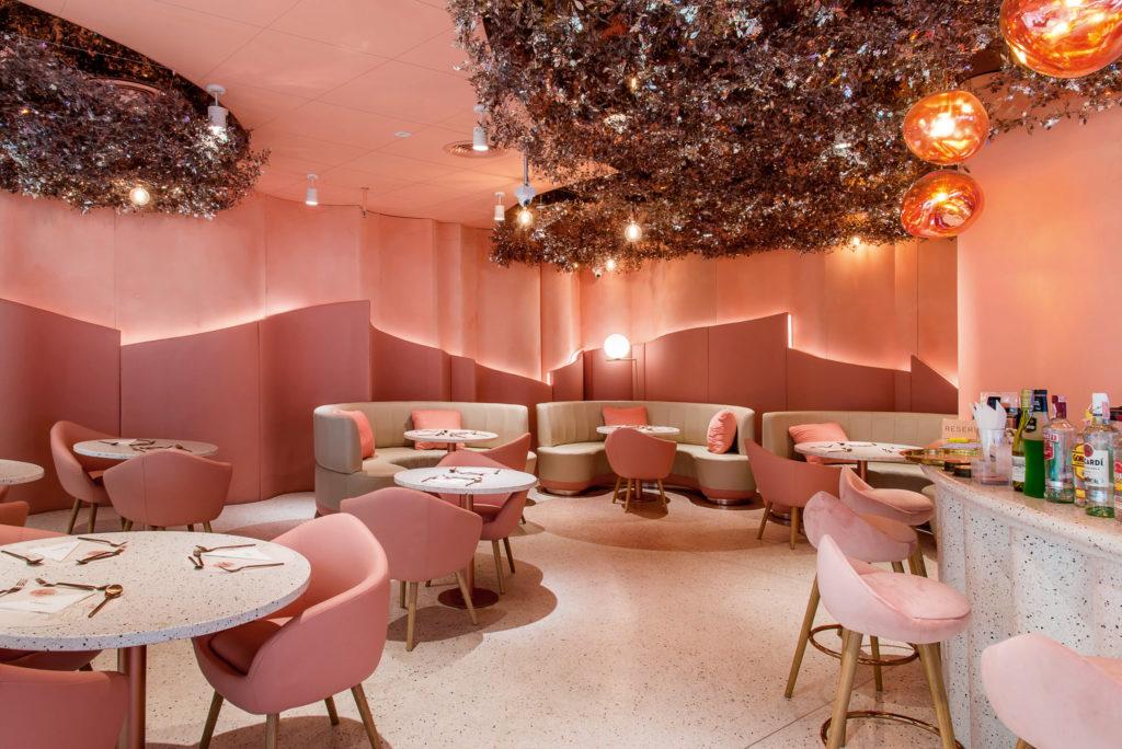 "Café สีชมพูสำหรับสายหวาน แนะนำร้านที่สาม คือ ""House of Eden"" Café สีชมพูสุดหรูใน Siam Discovery"