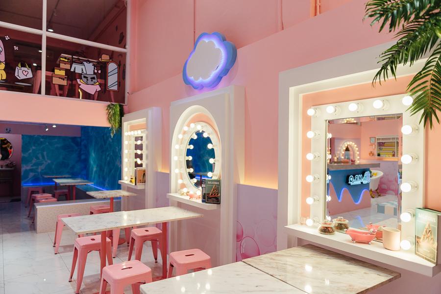 """Café สีชมพูสำหรับสายหวาน แนะนำร้านแรก คือ  """"Mr.Q"""" Café สีชมพูสำหรับสายหวานย่านเจริญกรุง"""