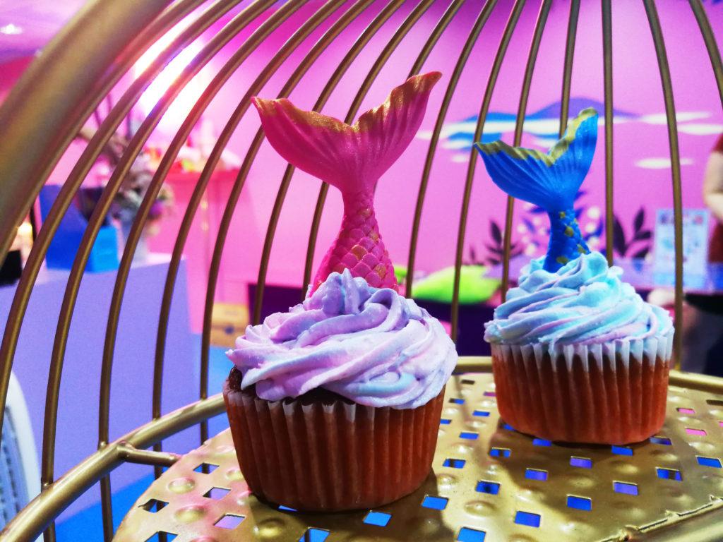 "Café สีชมพูสำหรับสายหวาน แนะนำร้านที่สอง คือ ""Mermaid Castle Siam"" Café นางเงือกที่ออกแบบตกแต่งโดยเน้นสีชมพู Pastel"