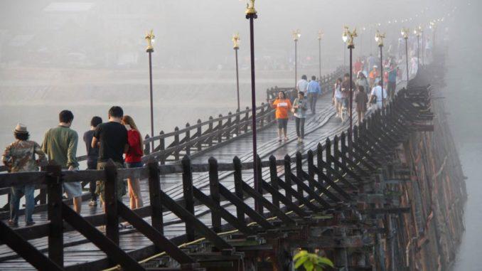 สะพานมอญสังขละบุรี ที่จังหวัดกาญจนบุรี