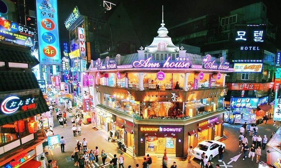 ย่านช้อปปิ้งในกรุงโซล สถานที่แรก คือ อิแทวอนดง (Itaewondong) ย่านช้อปปิ้งสุดฮิตในกรุงโซล ประเทศเกาหลีใต้ ที่บอกเลยว่ามีชื่อเสียงที่สุด