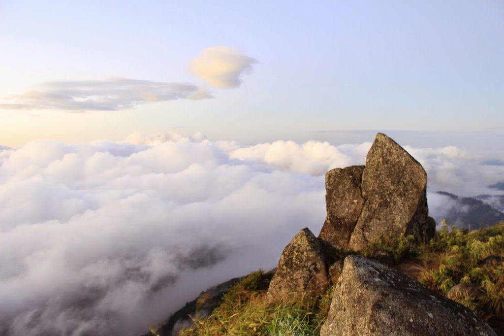 ท่องเที่ยวจังหวัดกำแพงเพชร สถานที่ท่องเที่ยวที่แรก ก็คือ อุทยานแห่งชาติคลองลานและยอดเขาโมโกจู