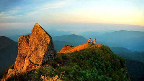 ท่องเที่ยวจังหวัดกำแพงเพชร สถานที่ท่องเที่ยวที่สาม ก็คือ อุทยานแห่งชาติแม่วงก์ ป่าไม้เขียวขจีเกือบ 900 ตารางกิโลเมตร