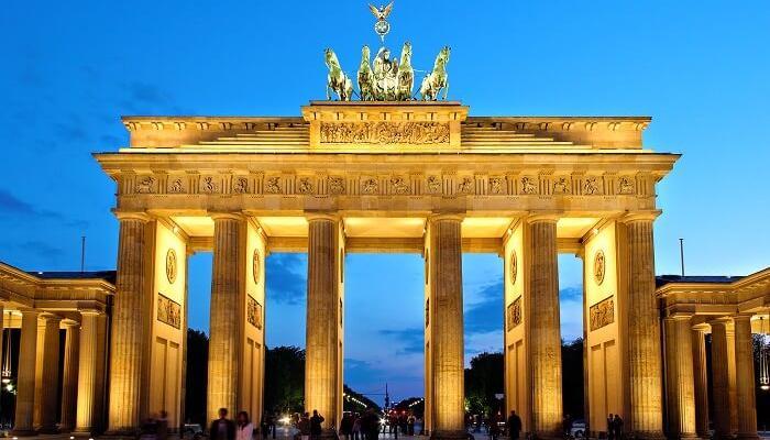 ท่องเที่ยวประเทศเยอรมัน สถานที่แรก คือ เบอร์ลิน ที่ติดอันดับอีกครั้งเมื่อนักท่องเที่ยวชาวยุโรปมาถึง ผู้มาเยี่ยมชมเกือบครึ่งมาจากต่างประเทศ