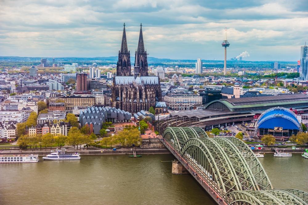 ท่องเที่ยวประเทศเยอรมัน สถานที่ที่สาม คือ โคโลญจน์ เป็นหนึ่งในเมืองที่ใหญ่ที่สุดในเยอรมัน