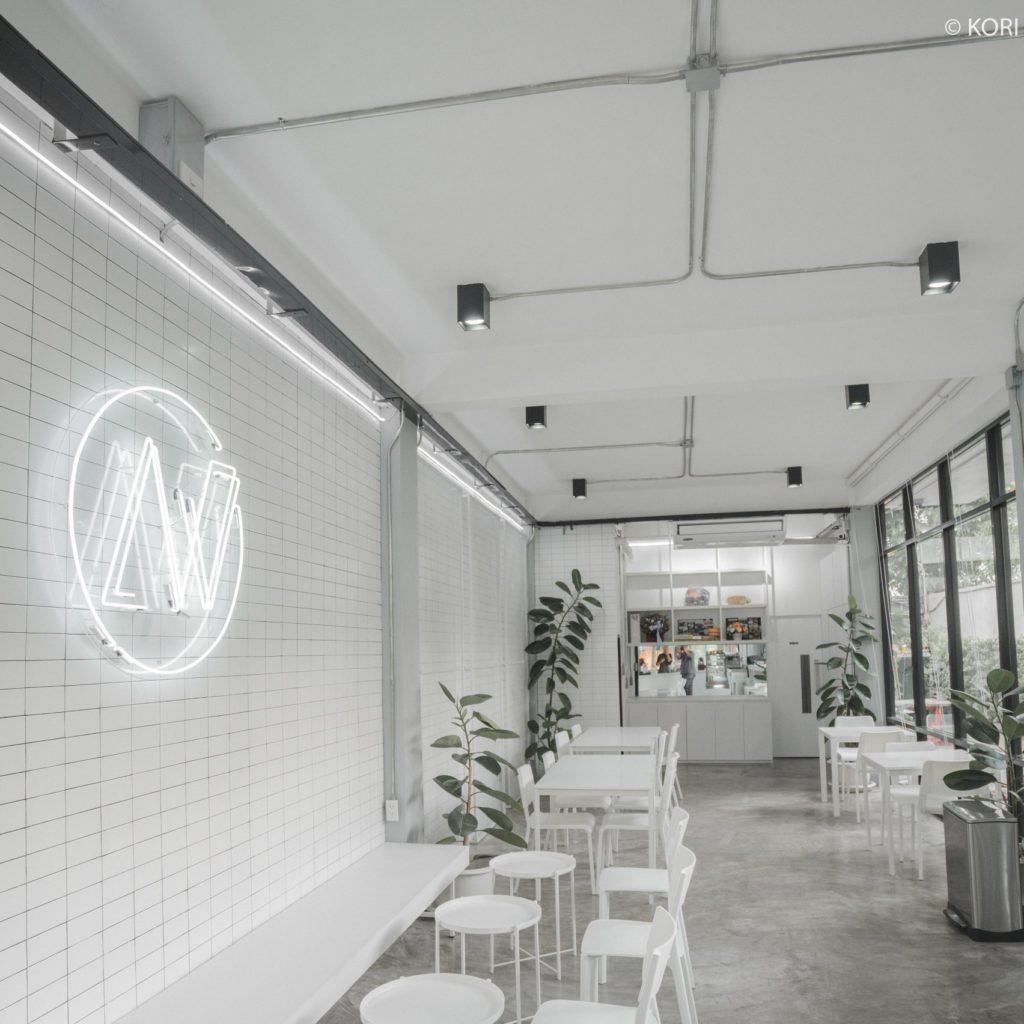 ร้านคาเฟ่ย่านเจริญกรุง ร้านกาแฟน่านั่ง คาเฟ่ที่สามที่อยากแนะนำ คือ                About White Cafe & Bistro
