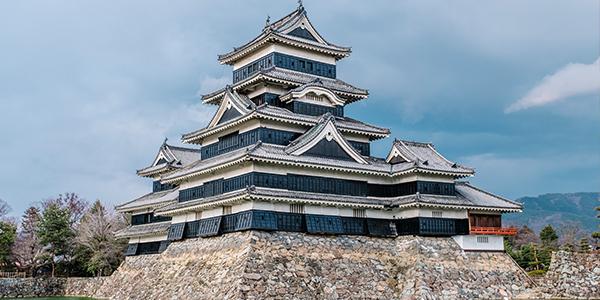 ปราสาทโอซาก้า ท่องเที่ยวประวัติศาสตร์ของญี่ปุ่น