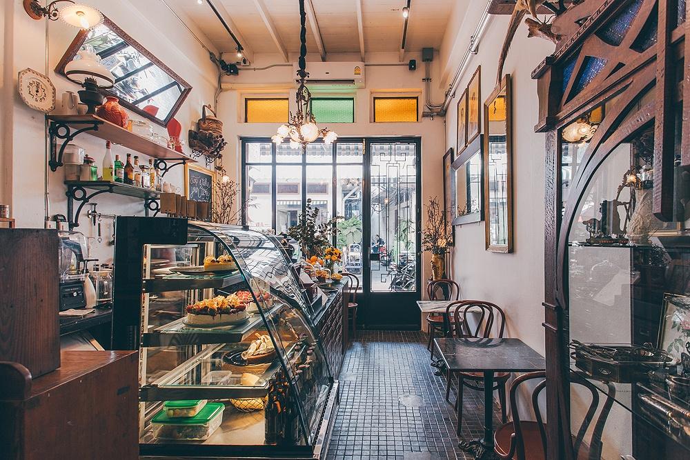 ร้านกาแฟ Ha Tien Cafe.jpgเคาน์เตอร์และตู้โชว์เค้ก