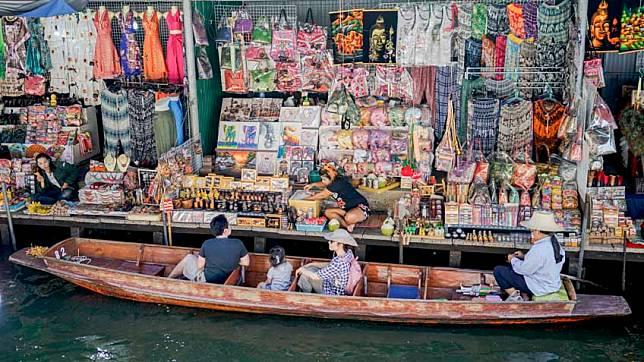 ตลาดน้ำดำเนินสะดวก จังหวัดราชบุรี ล่องเรือเที่ยวชม