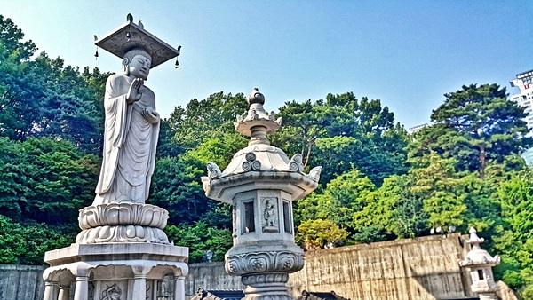 วัดพงอึนซา มีพระพุทธรูปองค์ใหญ่