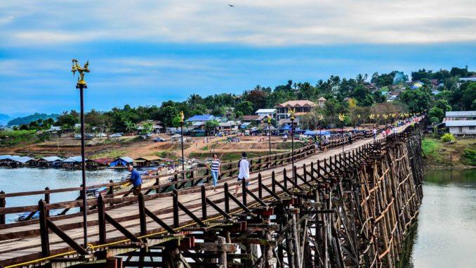 สะพานมอญ สะพานไม้ที่ยาวที่สุดในประเทศไทย