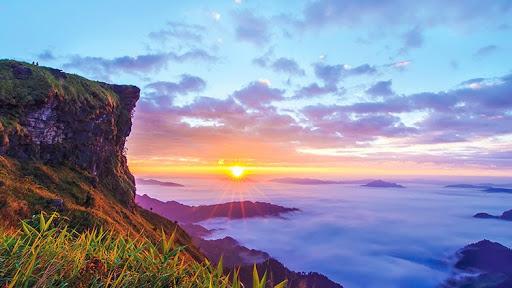 ภูชี้ฟ้า มาเที่ยวสัมผัสอ้อมกอดของหมอก