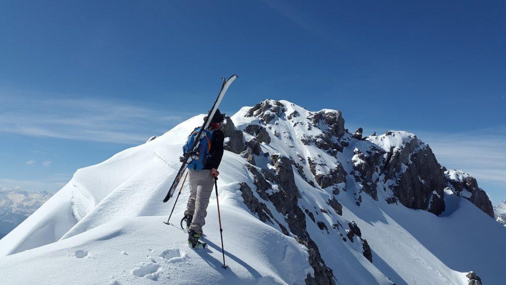 วิธีการเล่นสกี ต้องฝึกการทรงตัวให้ดี