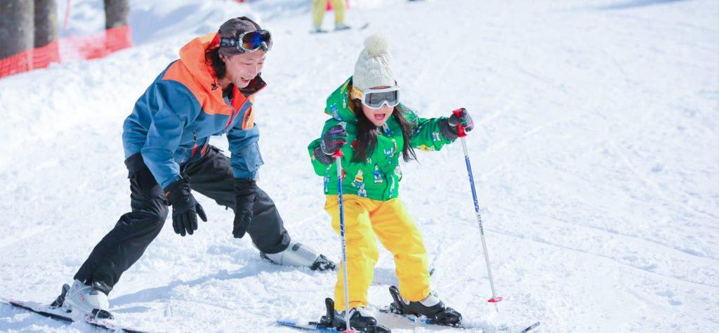 วิธีการเล่นสกี ต้องเตรียมแว่นตาและหมวกกันน็อค