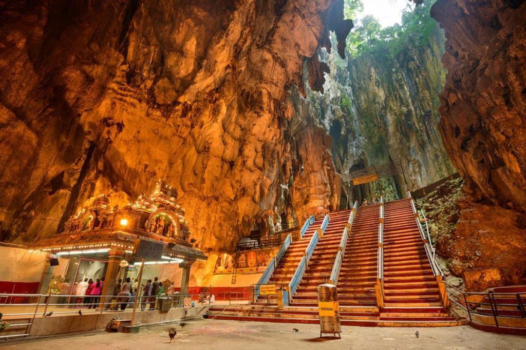 ถ้ำบาตู Batu Caves สถานที่ศักดิ์สิทธิ์ของชาวฮินดู