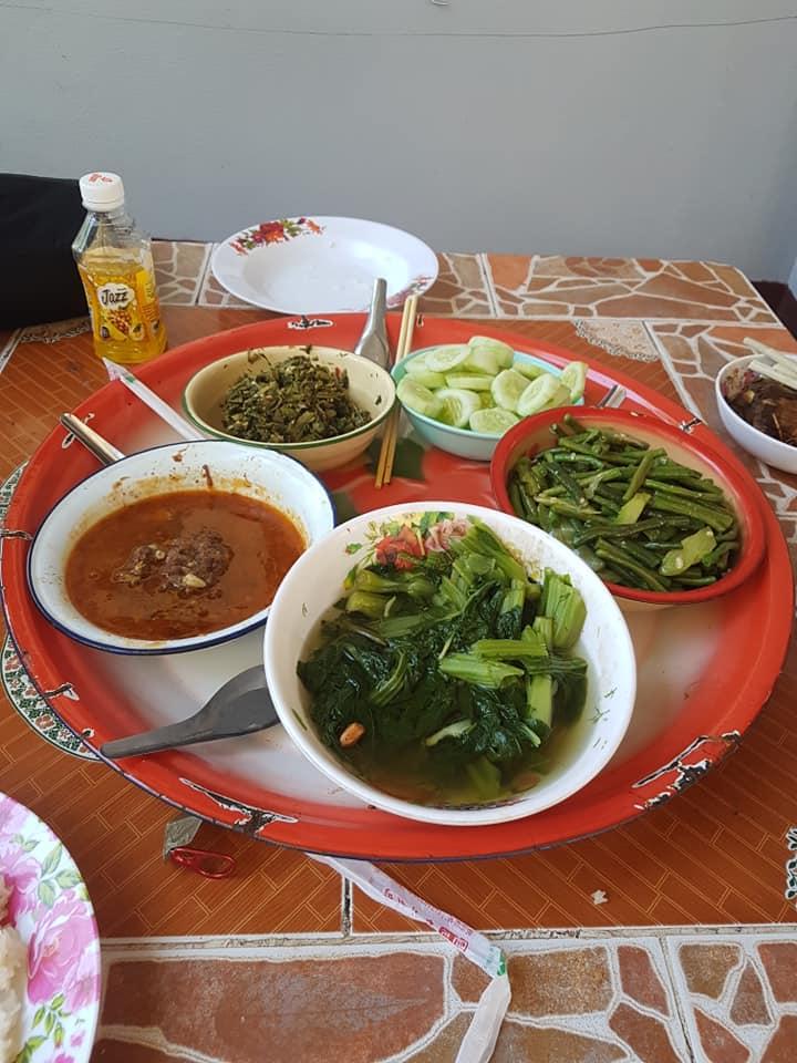 พระธาตุหลวงจอมยอง  มีโรงทานอาหารพื้นบ้าน