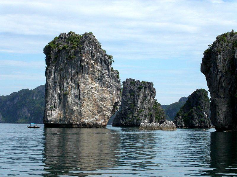 อ่าวฮาลอง เกาะเล็กๆที่มีแหล่งระบบนิเวศที่สมบูรณ์