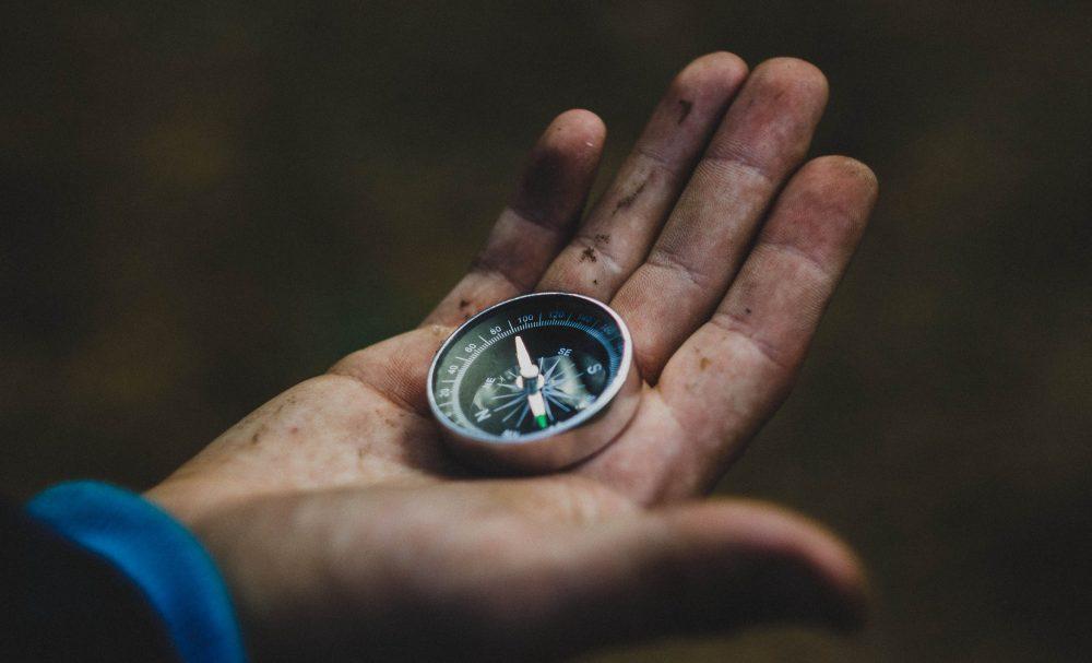 อุปกรณ์เดินป่า  นาฬิกาข้อมือ เข็มทิศ